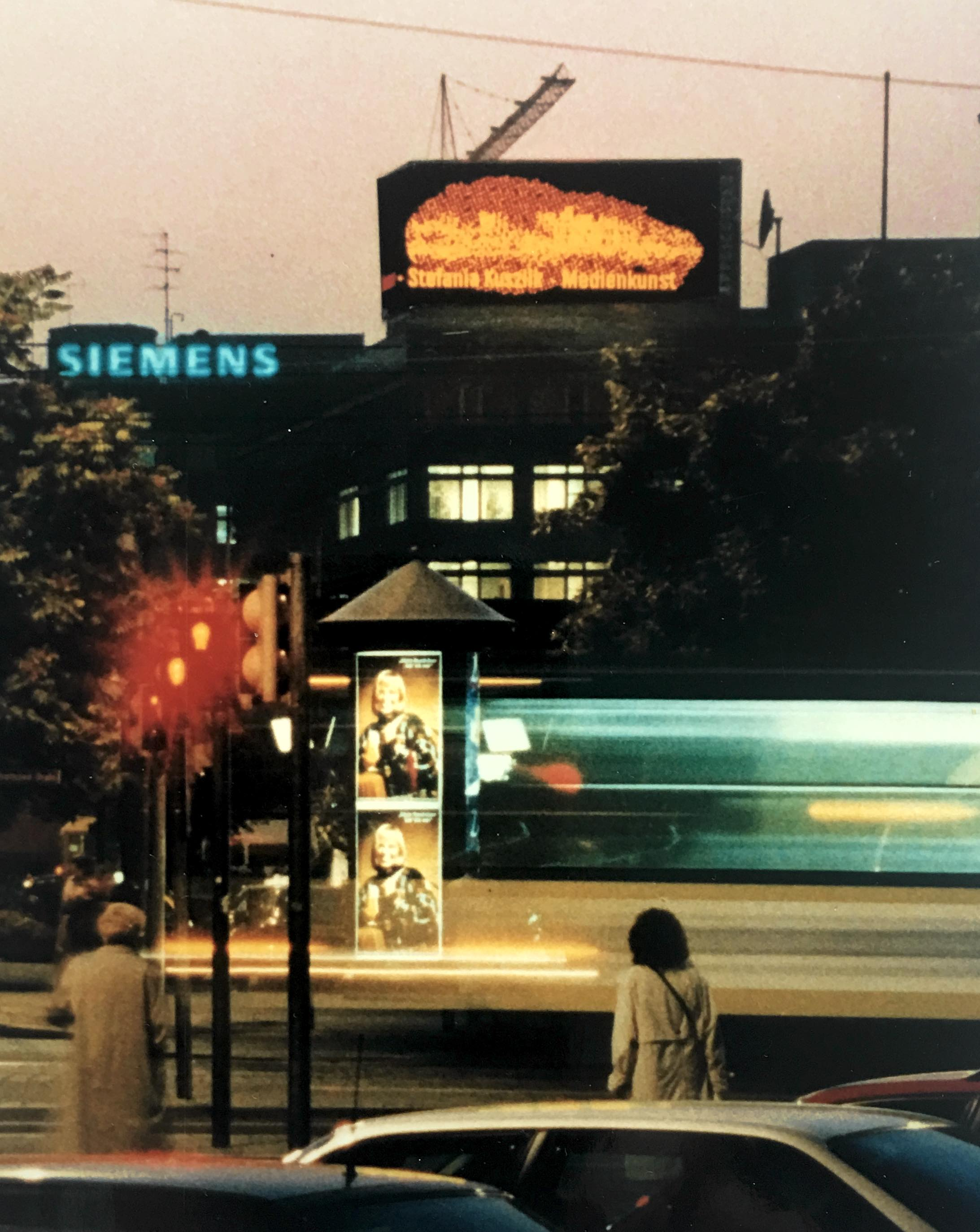 stadt am wasser, led-screen am tröndlingring, leipzig 1994